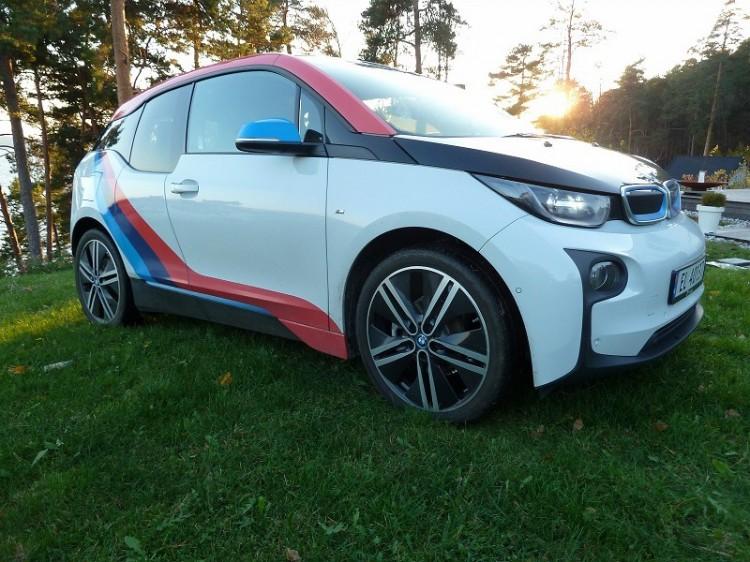 BMW-i3-M-Sport-Folierung-Dekor-Motorsport-Farben-Norwegen-01-750x562