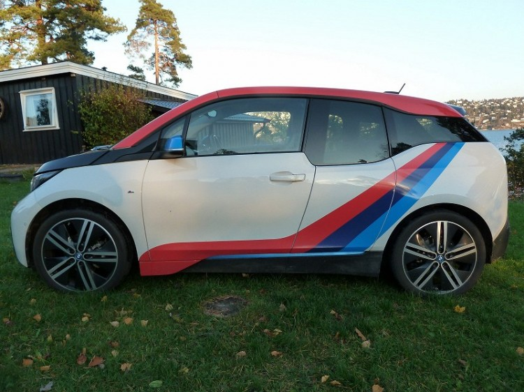 BMW-i3-M-Sport-Folierung-Dekor-Motorsport-Farben-Norwegen-02-750x562