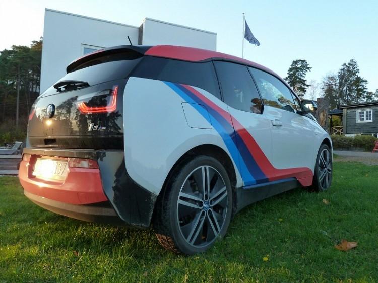 BMW-i3-M-Sport-Folierung-Dekor-Motorsport-Farben-Norwegen-03-750x562