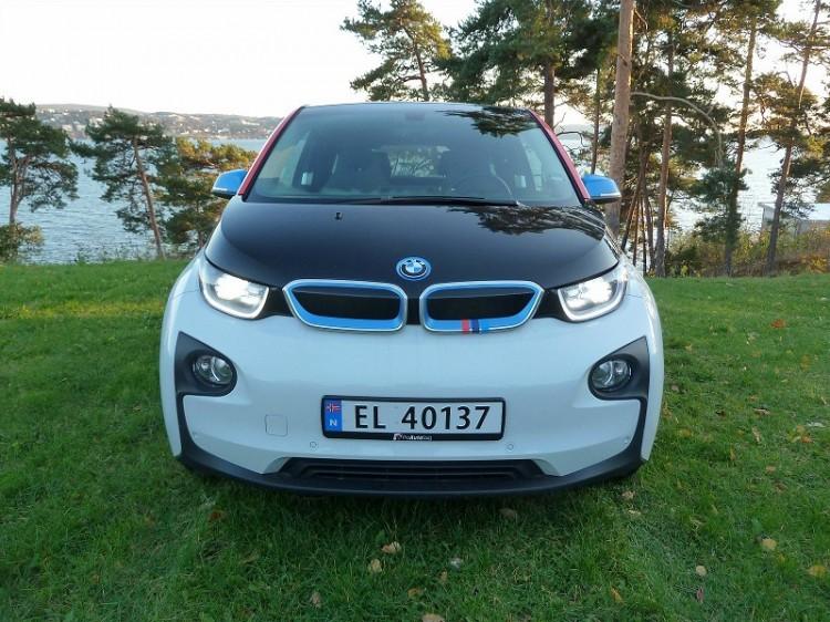 BMW-i3-M-Sport-Folierung-Dekor-Motorsport-Farben-Norwegen-04-750x562