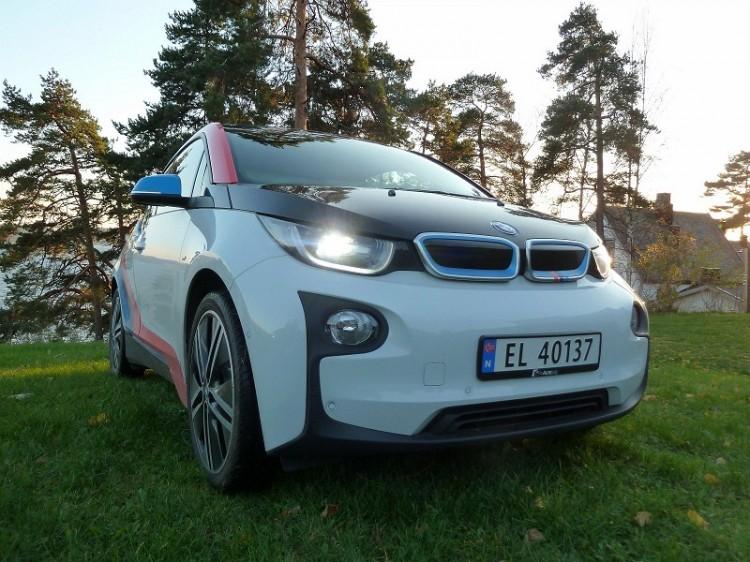 BMW-i3-M-Sport-Folierung-Dekor-Motorsport-Farben-Norwegen-06-750x562