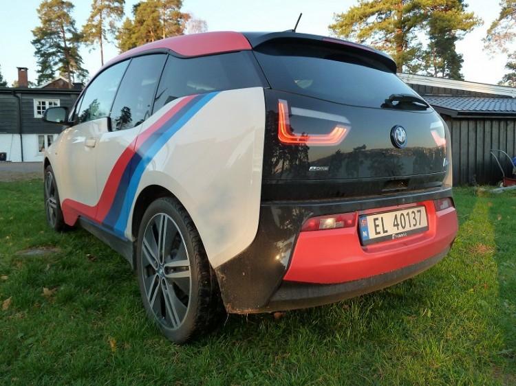 BMW-i3-M-Sport-Folierung-Dekor-Motorsport-Farben-Norwegen-07-750x562